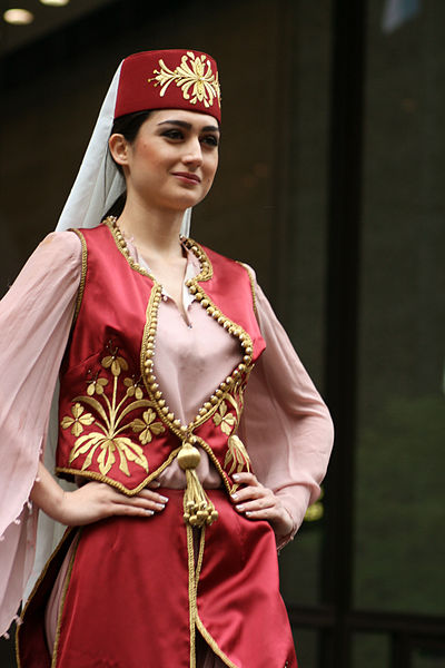 400px-Turkish_woman_in_Ottoman_costume_2